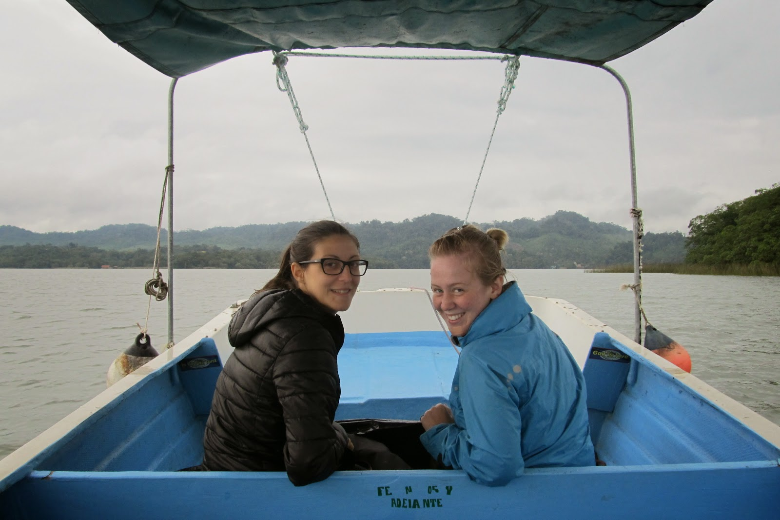 barca rio dulce livingston guatemala