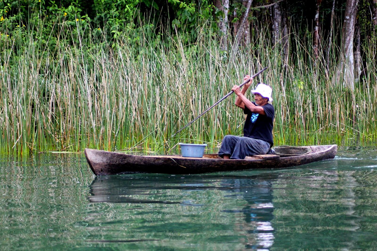 canoa rio dulce guatemala