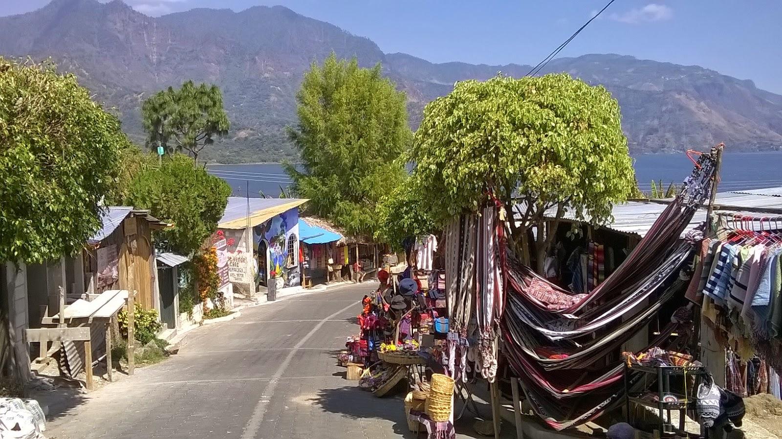 villaggio lago atitlan guatemala
