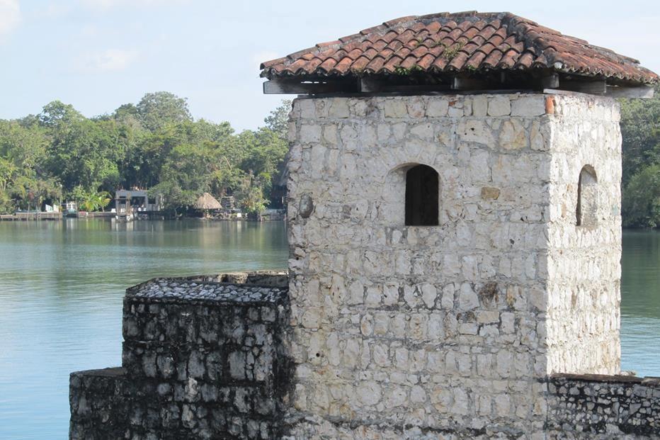 castillo de san felipe rio dulce guatemala