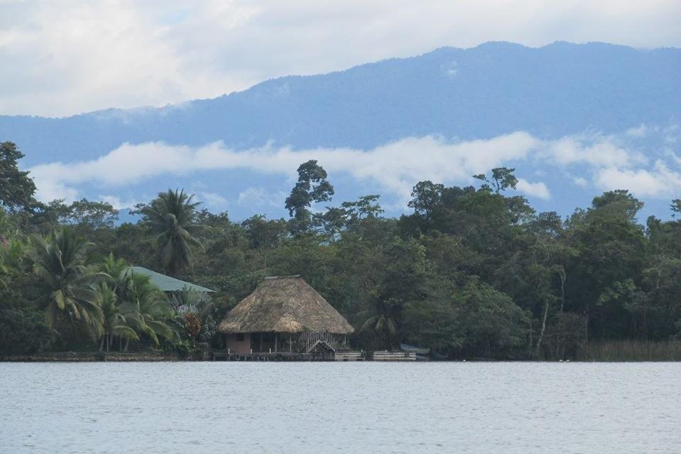 livingston rio dulce guatemala