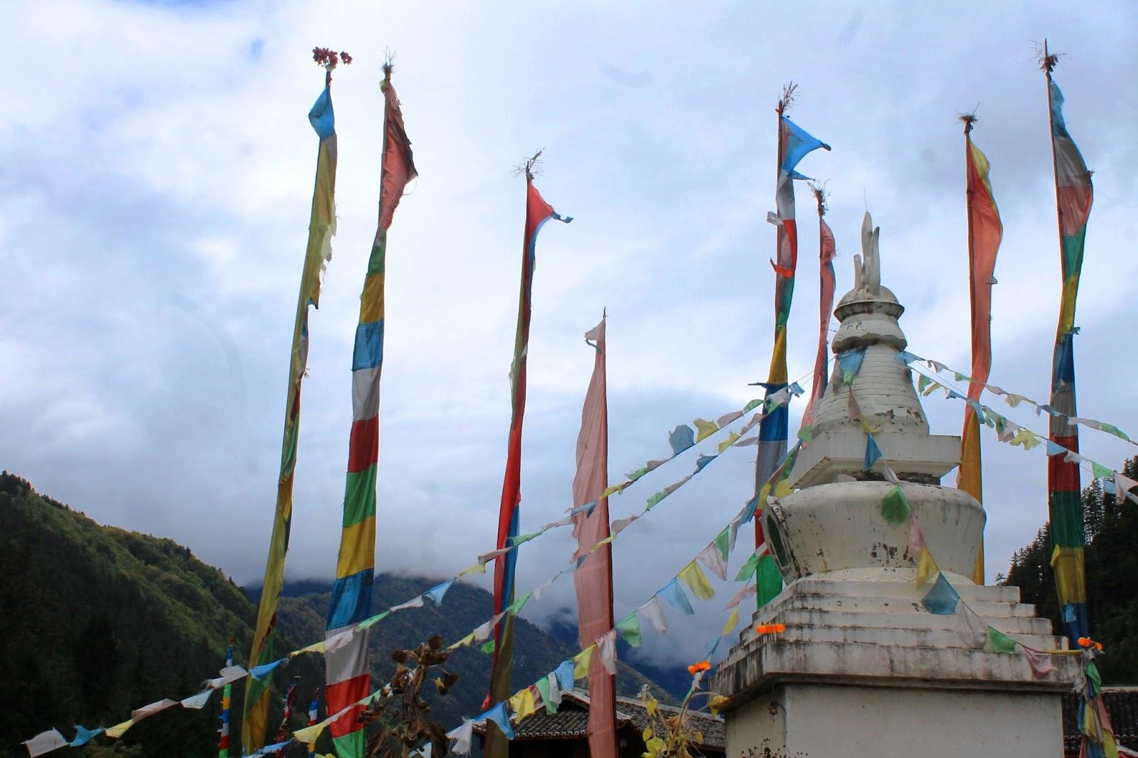 Bandiere di preghiera nel Parco di Jiuzhaigou – Sichuan Cina