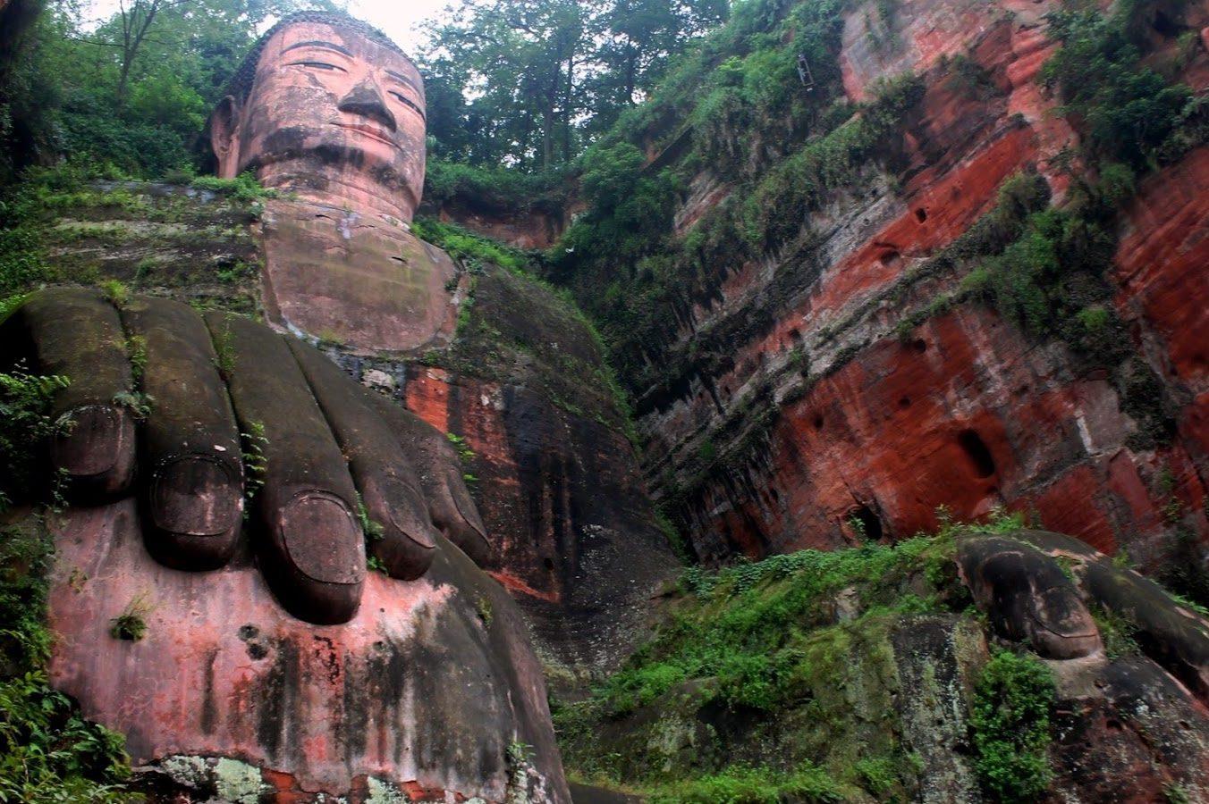 grande buddha di leshan cina