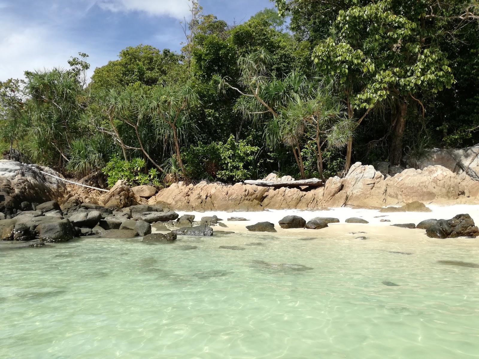 sanom beach ko lipe thailandia