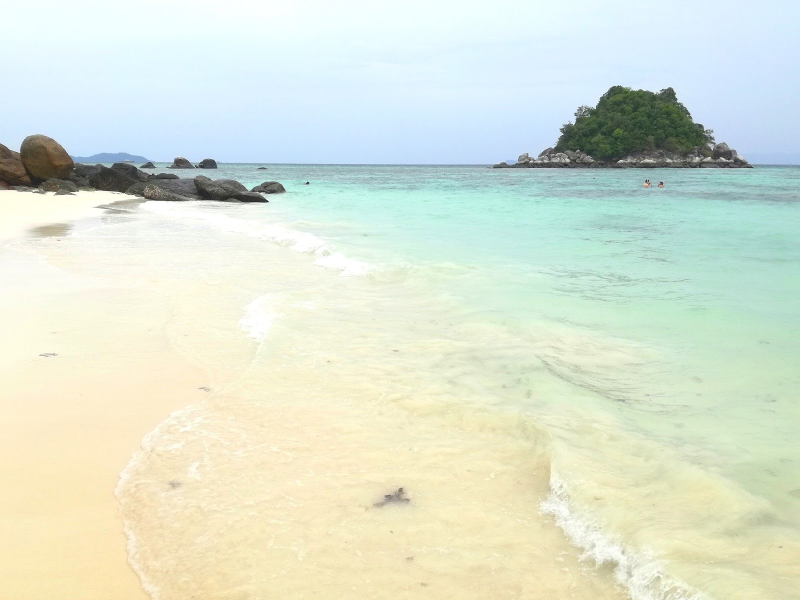 sunrise beach ko lipe thailandia
