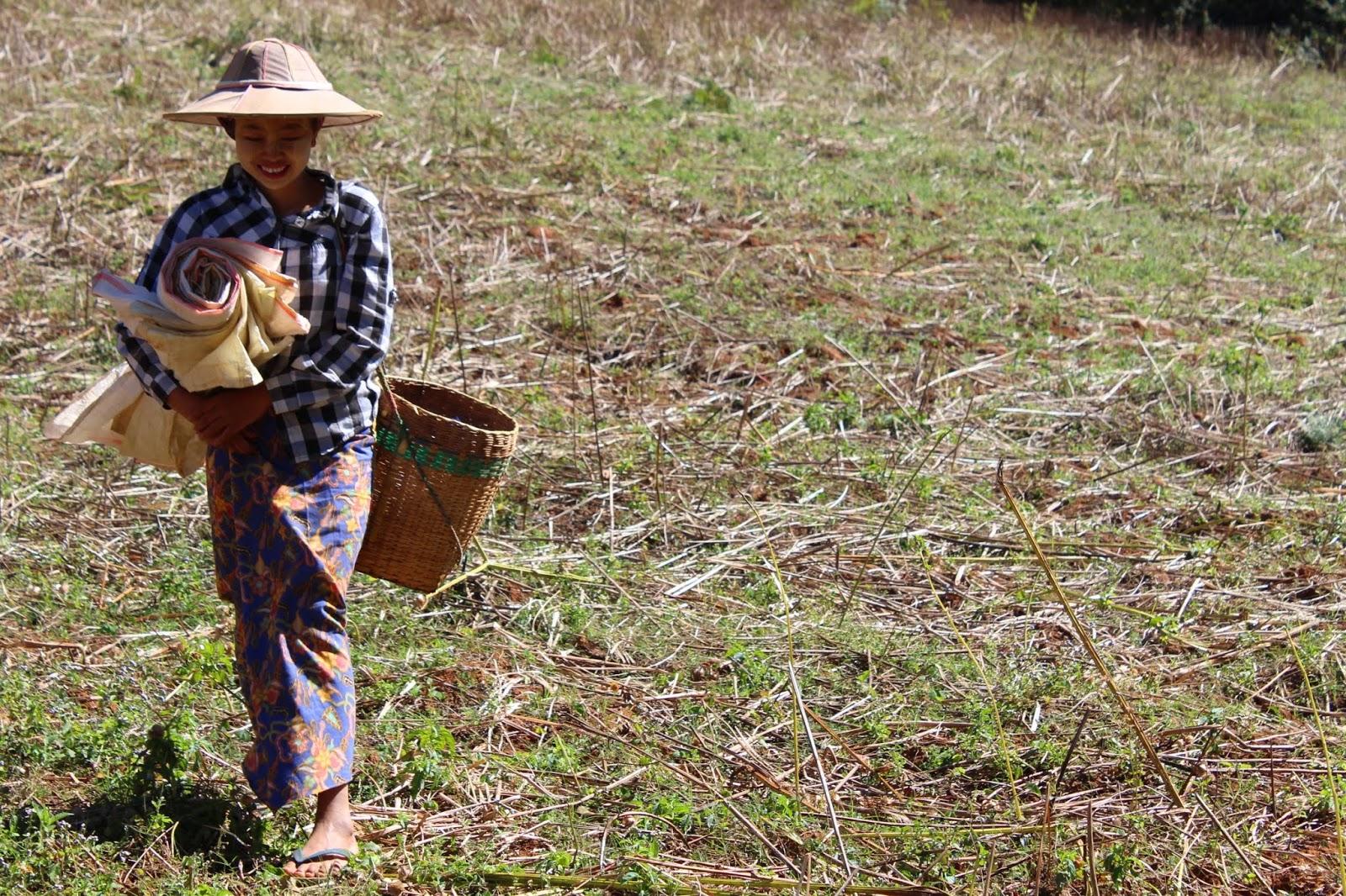 ragazza trekking kalaw lago inle myanmar