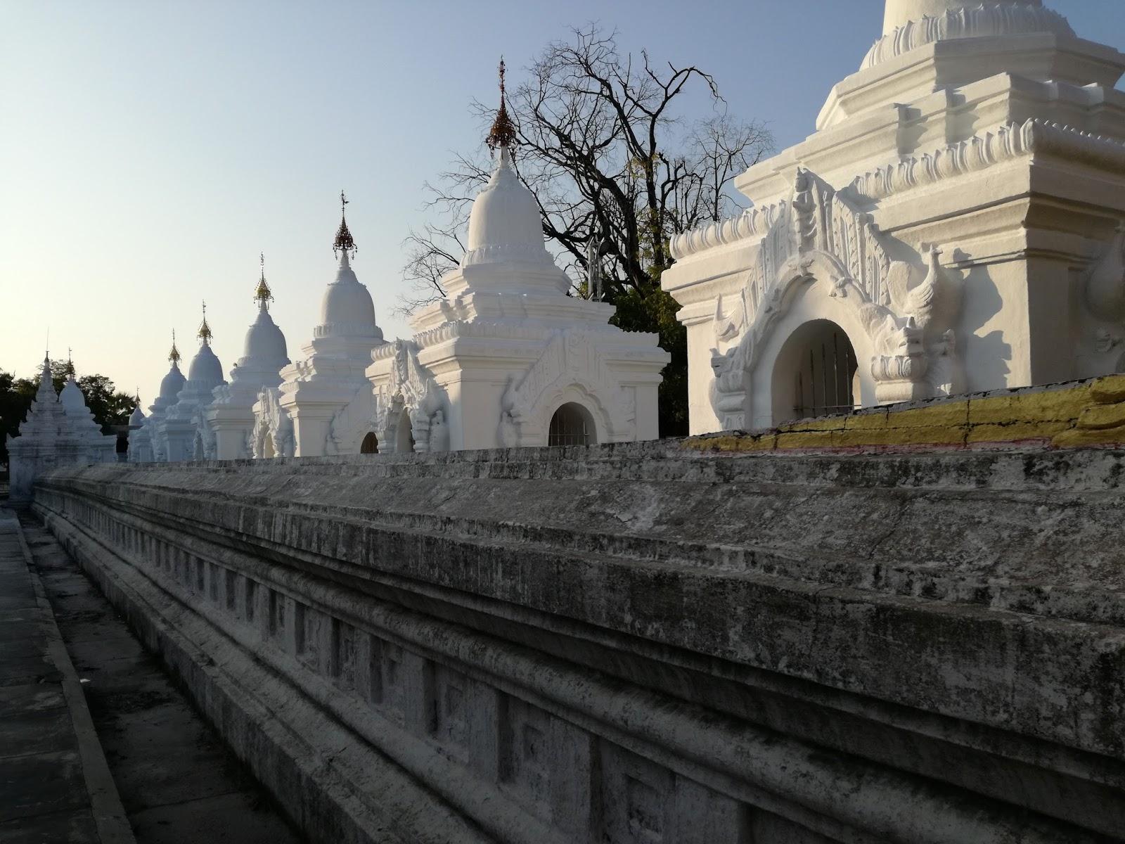 kuthodaw paya mandalay myanmar