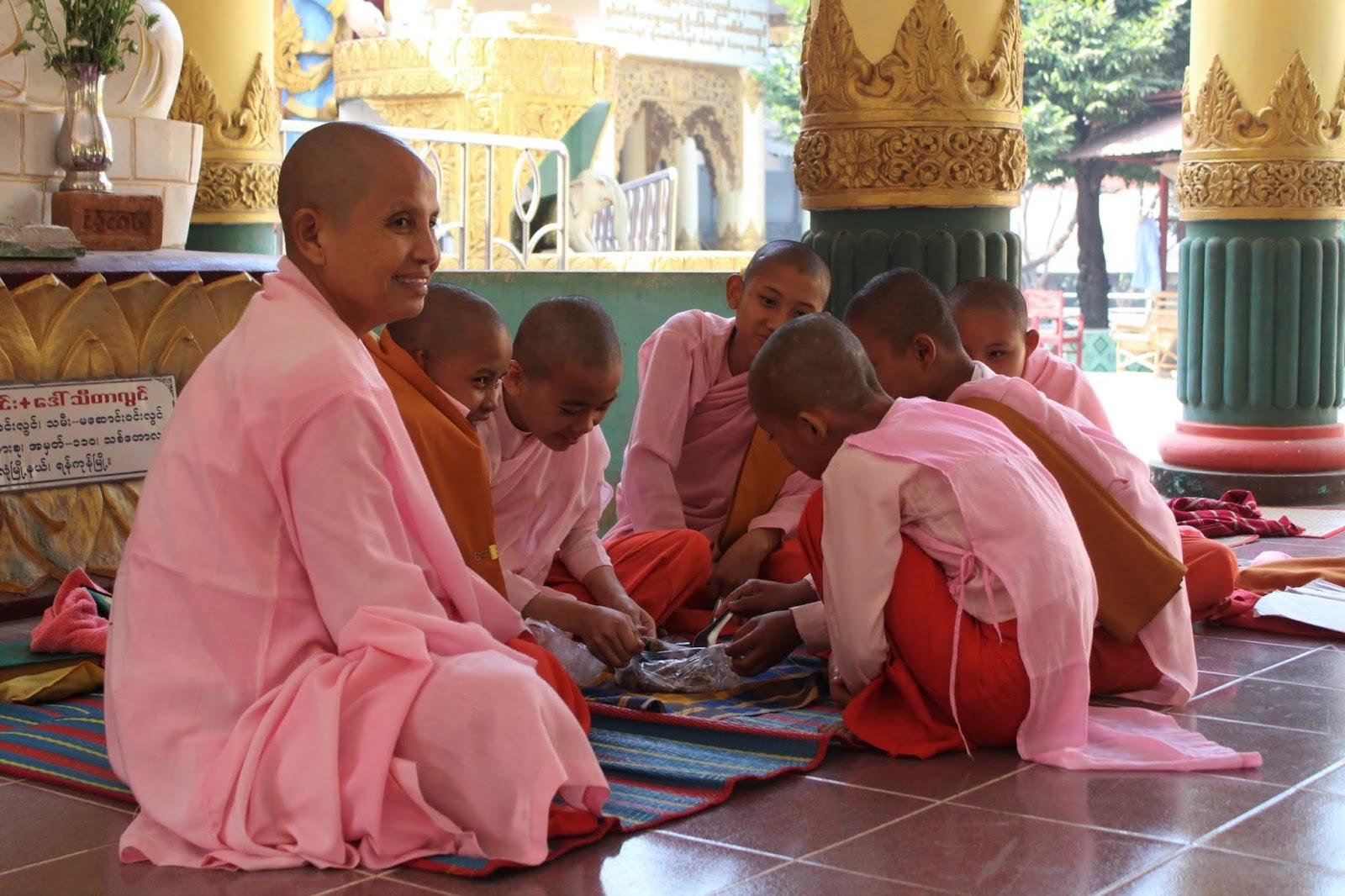 monache a bago myanmar
