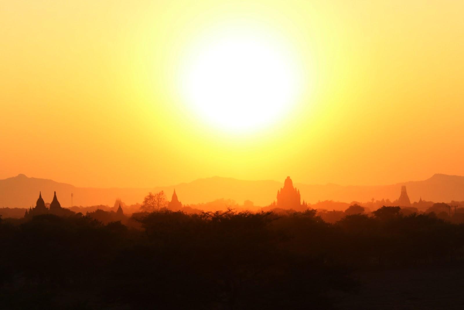 tramonto bagan birmania