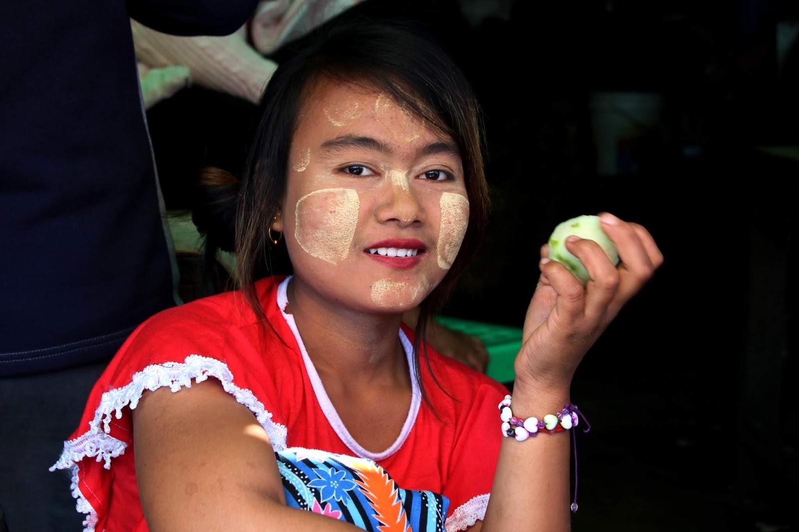 ragazza mercato pyin oo lwin myanmar
