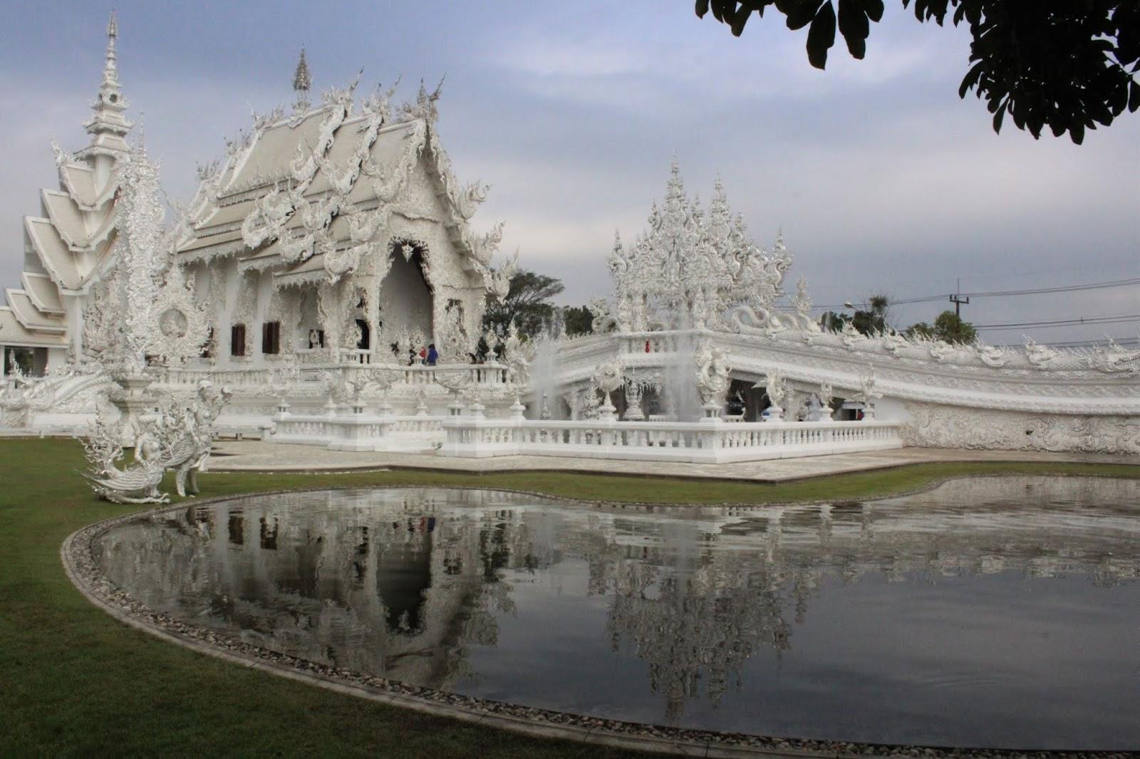 tempio bianco di chiang rai thailandia