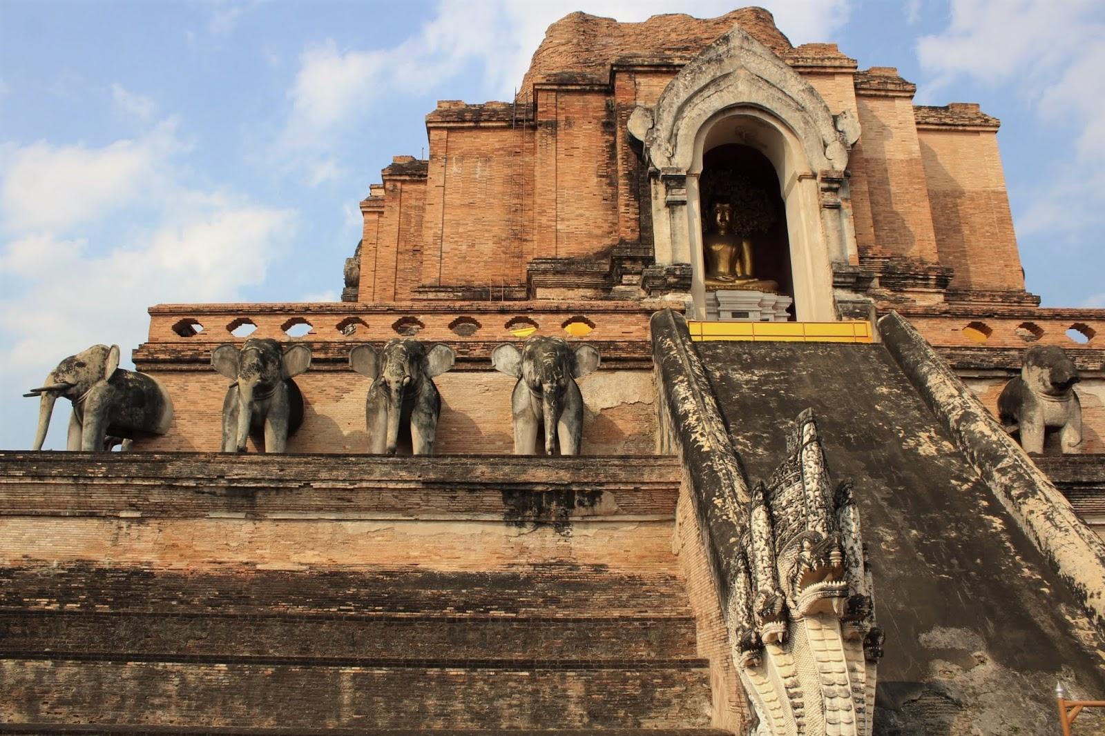 tempio chiang mai thailandia