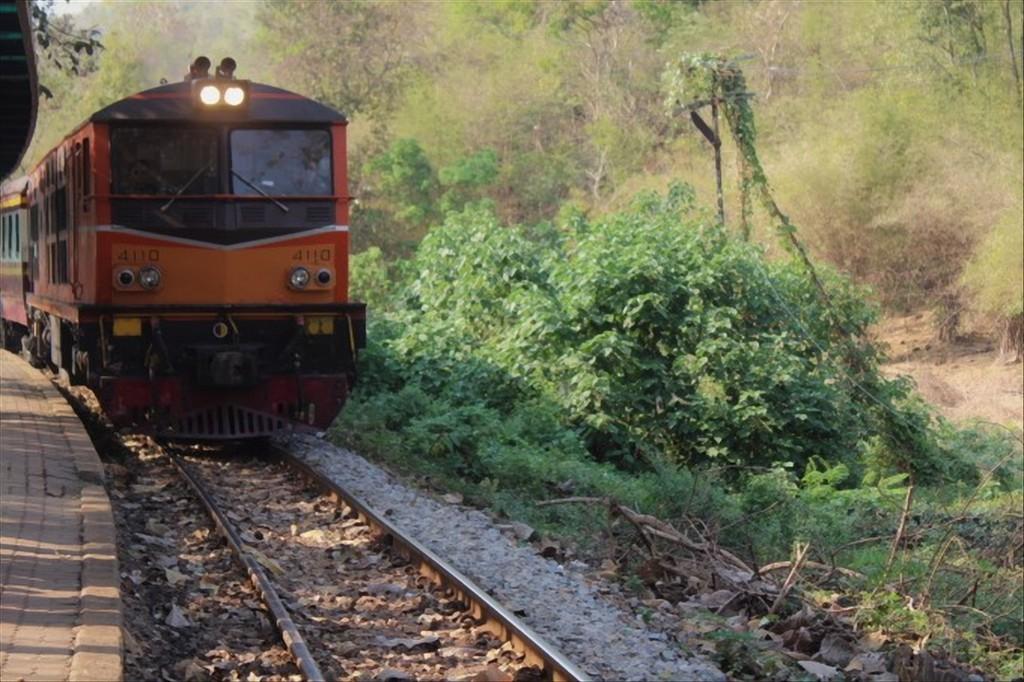 treno kanchanaburi thailandia