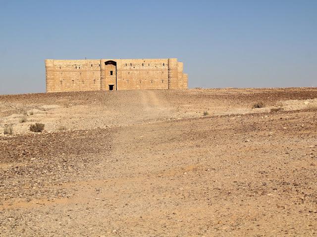 Qasr Kharana castello nel deserto giordania