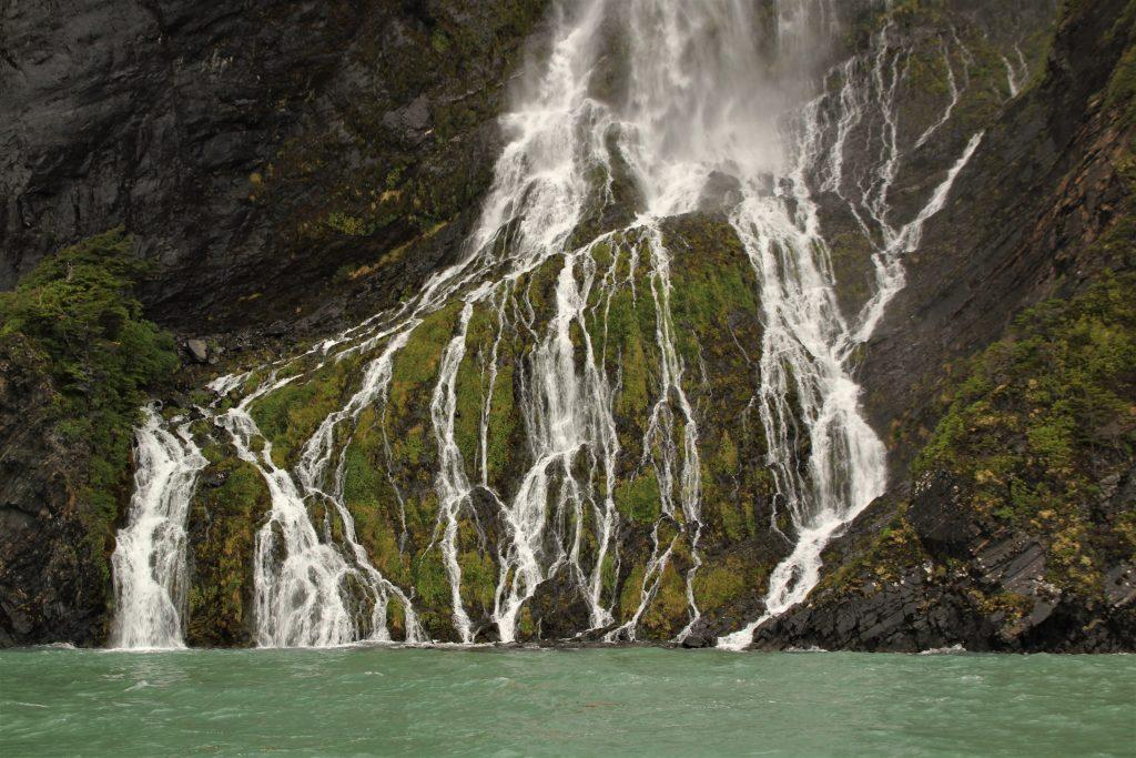 Cascata nel Fiordo di Ultima Speranza, Puerto Natales, Cile
