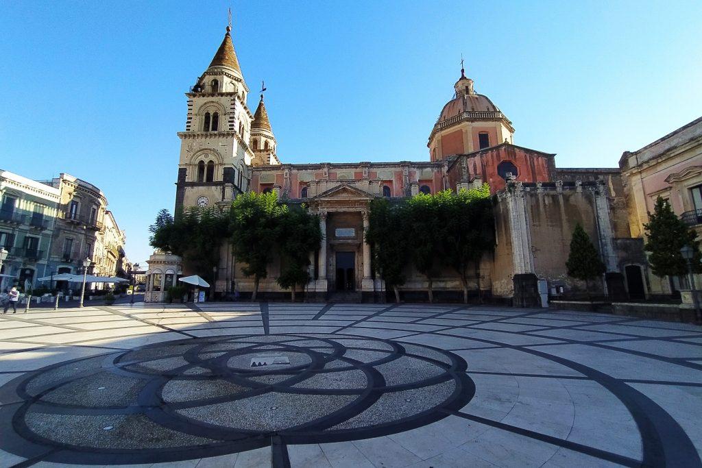 cosa fare e cosa vedere ad Acireale - Piazza Duomo