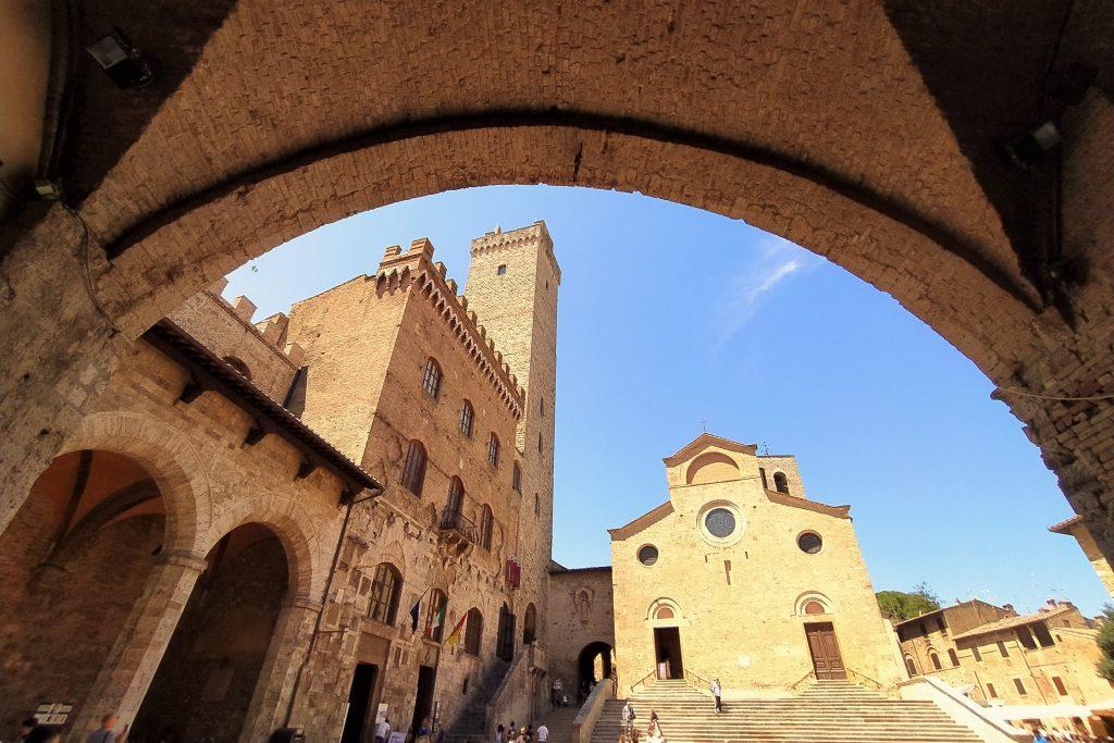 Cosa vedere a San Gimignano: Piazza Duomo